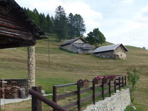 Case In Pietra Di Montagna : Immagini stock attrazioni old georgia pietra torri medievali e