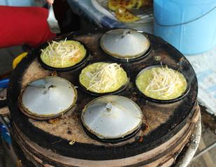 вьетнамская уличная еда: блинчики на огне