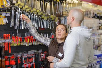 vendor helpding a customer