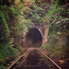 Stores à enrouleur Tunnel Spooky misty entrance to an abandoned historic railway tunnel in Helensburgh, New South Wales, Australia