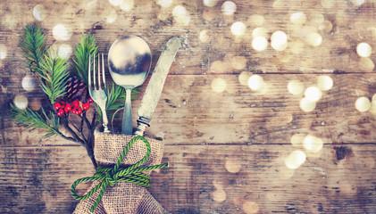 weihnachtlich angerichtetes Besteck