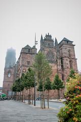 La Cathédrale Notre-Dame-de-l'Assomption et la Place d'Armes à Rodez
