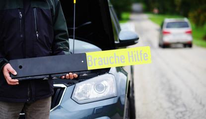 """Autopanne, """"Brauche Hilfe"""""""