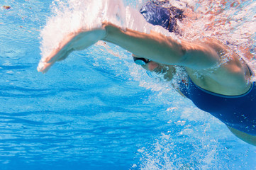 Underwater swimming stroke