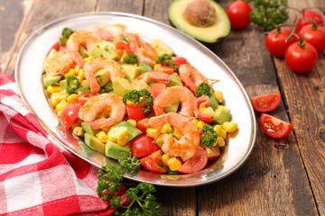 Fotobehang - mixed salad with shrimp,corn,avocado and tomato