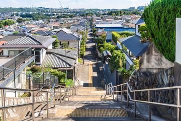 坂の上から眺める住宅街