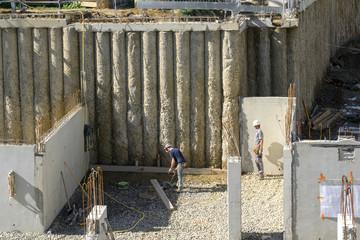 Ouvriers et techniciens de chantier bâtiment