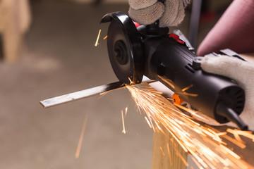 Angel grinder make a flash sparks