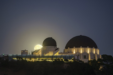 Moon rise over the Griffith Observatory