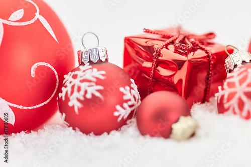 weihnachtskarte mit geschenk zu weihnachten stockfotos und lizenzfreie bilder auf. Black Bedroom Furniture Sets. Home Design Ideas