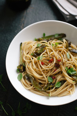 Spaghetti with peppers and basil