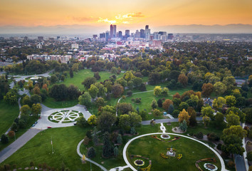 Poster United States Sunset over Denver cityscape, aerial view from the park