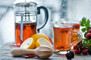 tea with rose hips, lemon and honey