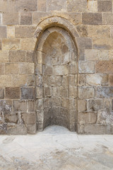 Stone wall with embedded niche