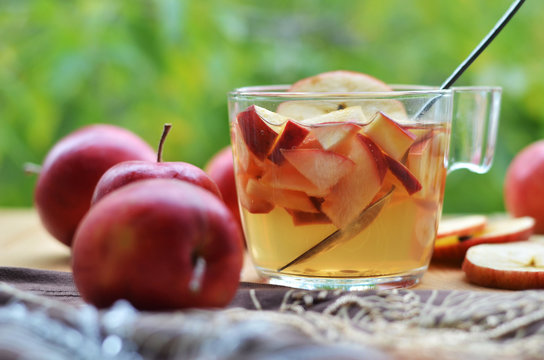Чай с яблоками.