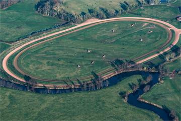 Vue aérienne d'un hippodrome près de Pont-l'évêque dans le Calvados en France