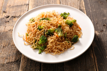 fried noodles with vegetable