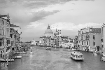 Fotomurales - Grand Canal in Venice, Italy with Santa Maria della Salute Basilica
