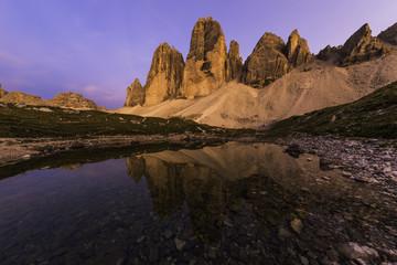 Photo sur Aluminium Reflexion Le Tre Cime al tramonto ed il loro riflesso