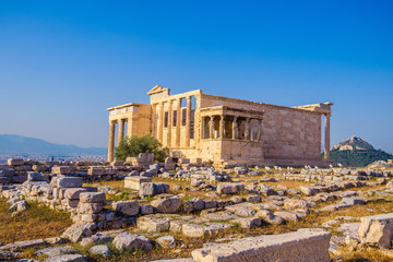 Photo sur Aluminium Athenes Erechtheion temple in Athens during the sunset. Ruins of the Temple of Erechtheion and Temple of Athene at the Acropolis hill in Greece.