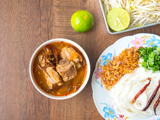 Noodles with Thai herbs and pork rip in red curry