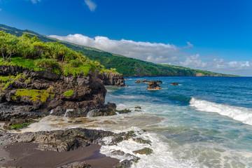 Fototapete - Maui Hawaii USA -rocky shore at south coast