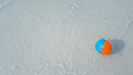 P01360 Maldives white sandy beach ball on sunny tropical paradise island with aqua blue sky sea ocean 4k