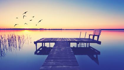 Obraz Jesienny wieczór nad jeziorem - fototapety do salonu