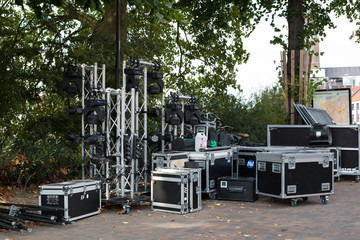 Aufbau der Musikanlage für ein Konzert