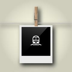 Sofortbild mit Symbol an Wäscheleine - Zug