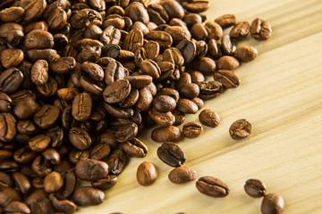 roasted coffee beans close up image macro