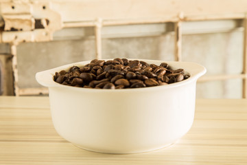 roasted coffee beans close up image macro