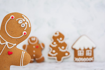Photo sur Toile Biscuit Christmas gingerbread cookies on white background
