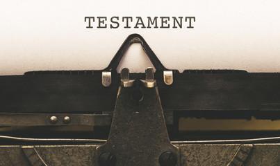 Testament, Text auf Papier in alter Schreibmaschine