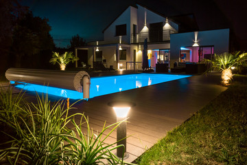 belle maison la nuit - fototapety na wymiar