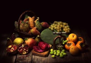 Natura morta con frutta autunnale