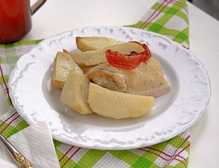 Baked potatoes with chicken and tomatoes