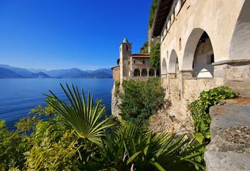 Santa Caterina del Sasso am Lago Maggiore, Italien - Santa Caterina del Sasso on Lago Maggiore
