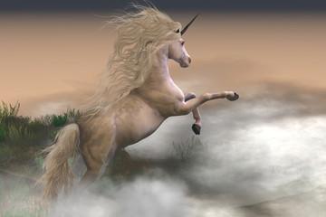 Misty Mountain Unicorn - Misty wir chmur otaczają jednorożca jelenia, gdy pokazuje swoją siłę i energię na zboczu góry.