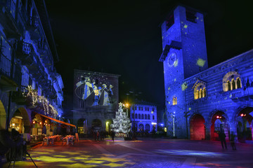 Lombardy, Como; Piazza Duomo at Christmas time.