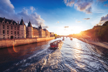 Türaufkleber Paris Dramatic sunset over river Seine in Paris, France, with Conciergerie and Pont Neuf. Colourful travel background. Romantic cityscape.