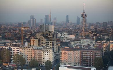 Skyline Milano nello smog