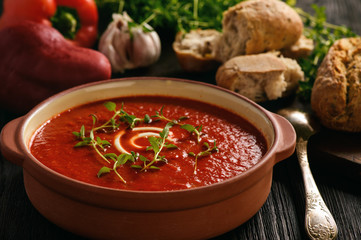 Baked red pepper cream soup with garlic and timian.