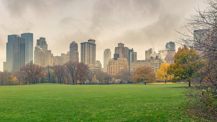 Fototapete - Central park at rainy day, New York City, USA