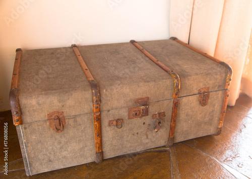 Alter Koffer Deko alter koffer zur dekoration stockfotos und lizenzfreie bilder auf