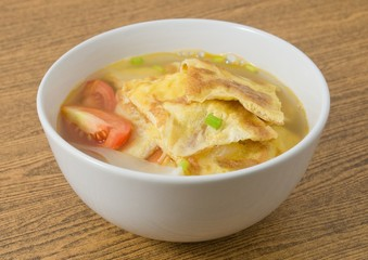 Delicious Thai Omelet Soup with Tomatoes and Scallion
