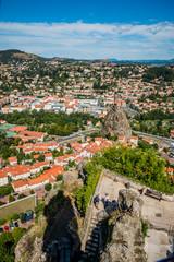 Vue sur le Puy-en-Velay et la chapelle Saint-Michel d'Aiguilhe du haut du Rocher Corneille