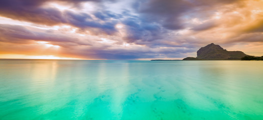 Amazing view of Le Morne Brabant at sunset.Mauritius. Panorama 壁紙(ウォールミューラル)