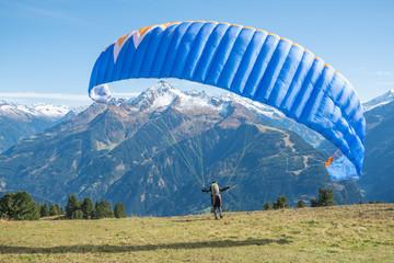 Paraglider beim Start, Zillertaler Alpen
