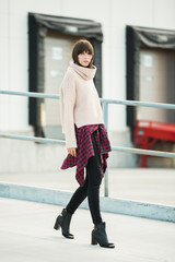 Outfit inspiration - Plaid shirt and chunky sweater